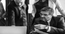 Dos ejecutivos delante de un LapTop