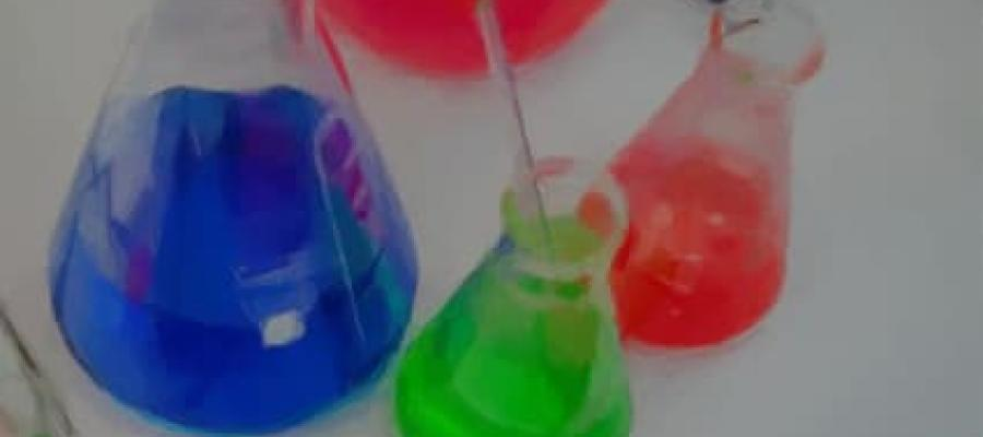 Probetas con productos químicos