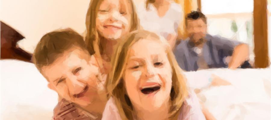 Imagen de tres niños sonriendo