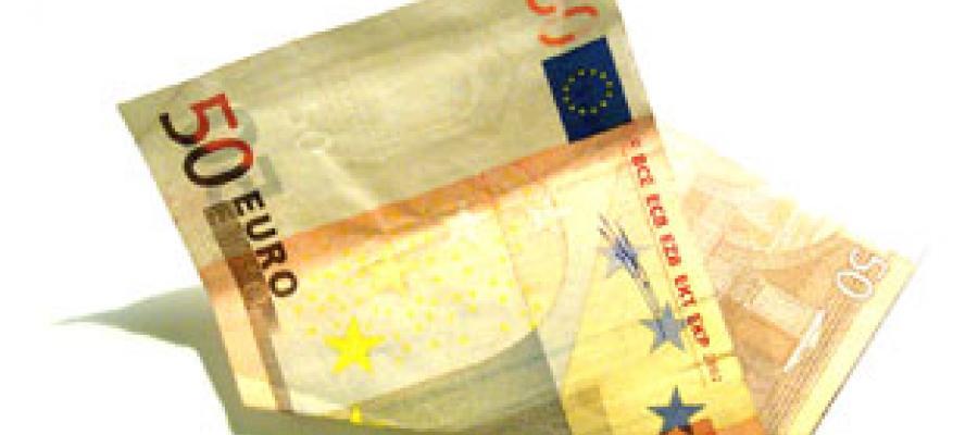 Billete de 50 euros arrugado