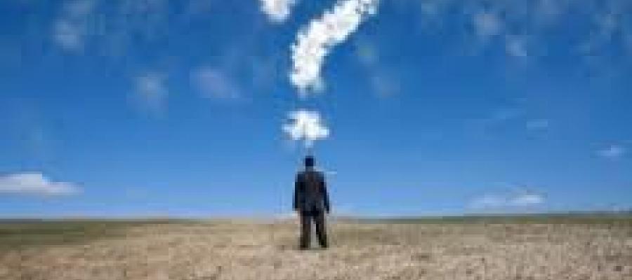 Hombre en el horizante tiene una duda